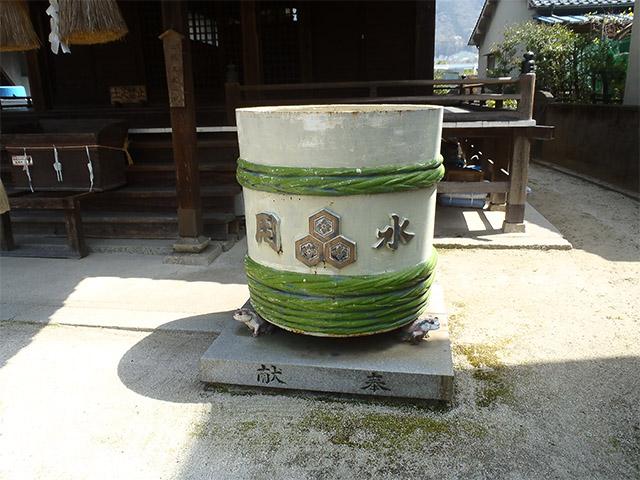 明神社 鋳物の樽