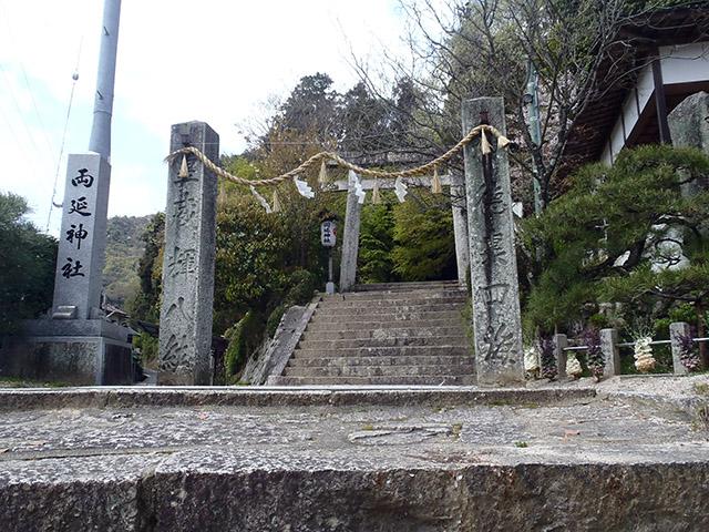 石柱と鳥居