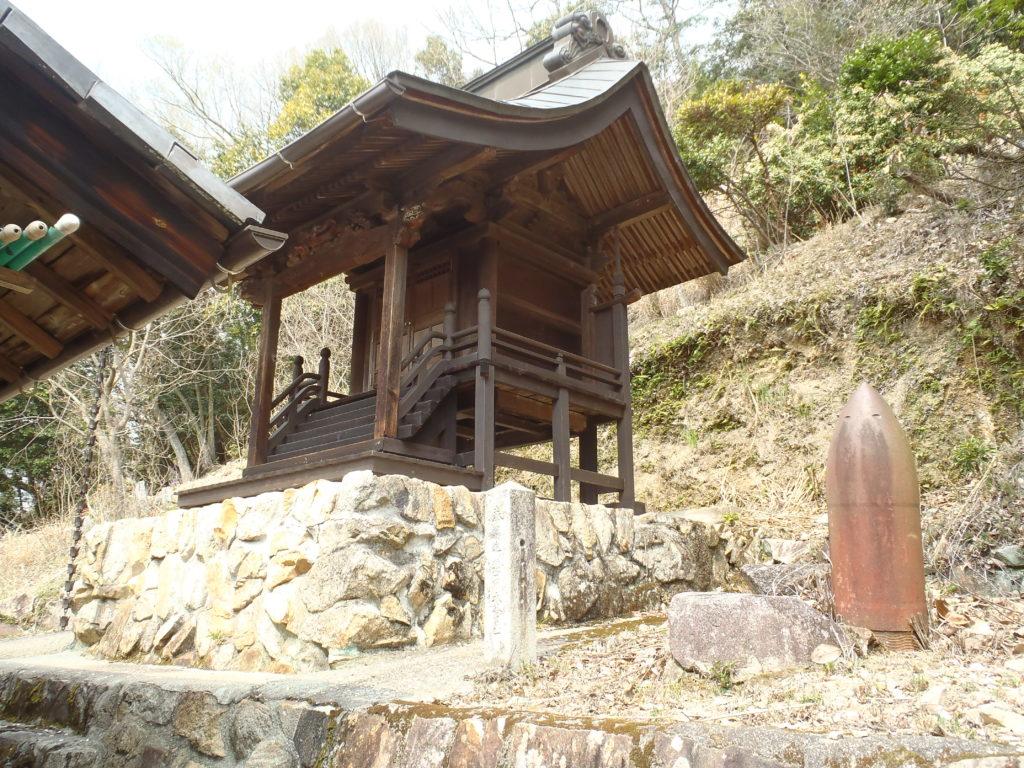 猿田彦神社 本殿と砲弾