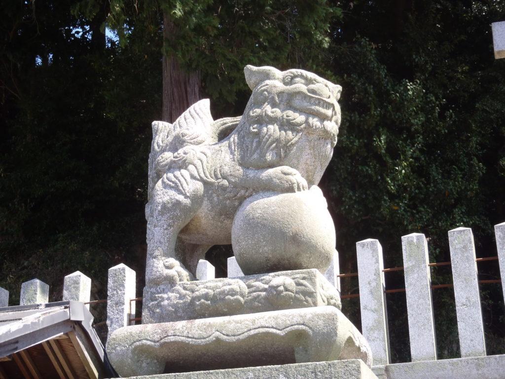 真亀山神社 入口の狛犬(左)