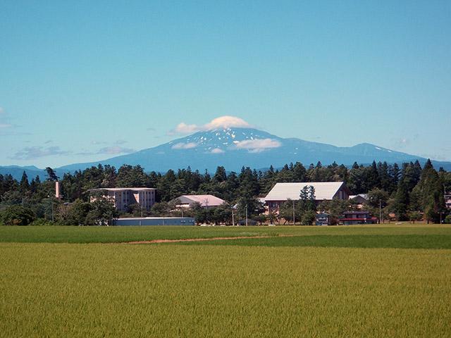 秋田県側から見た鳥海山