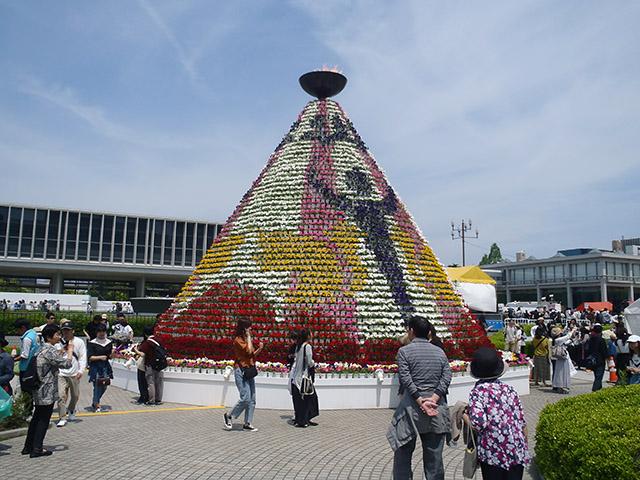 フラワーフェスティバルのシンボル「花の塔」