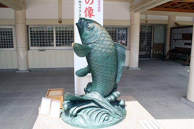 護国神社 昇鯉の象