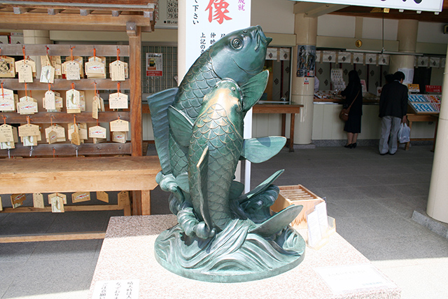 護国神社 双鯉の象