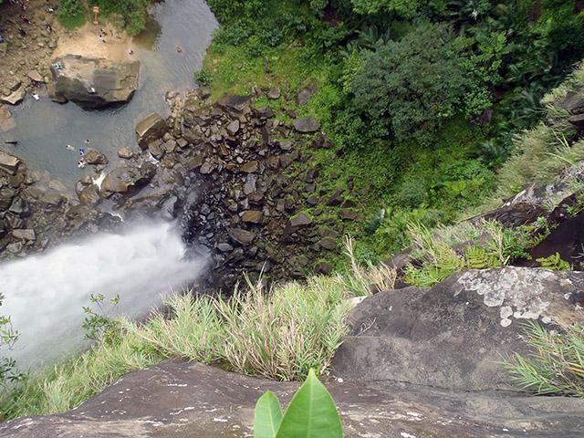 ピナイサーラの滝 滝口から滝壺