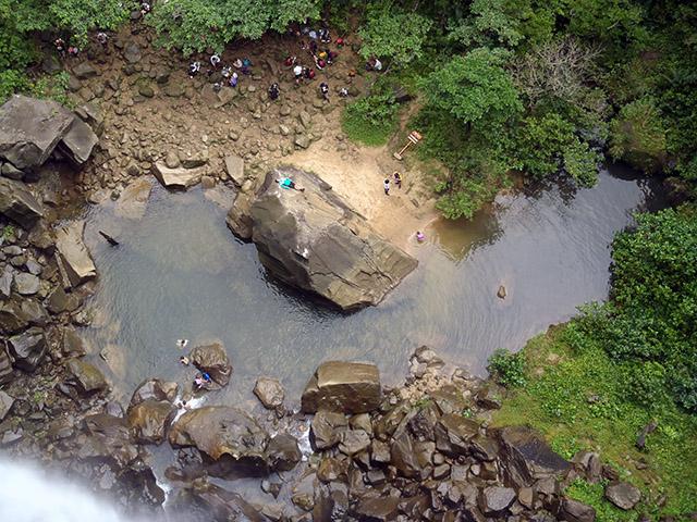 ピナイサーラの滝上から滝つぼ
