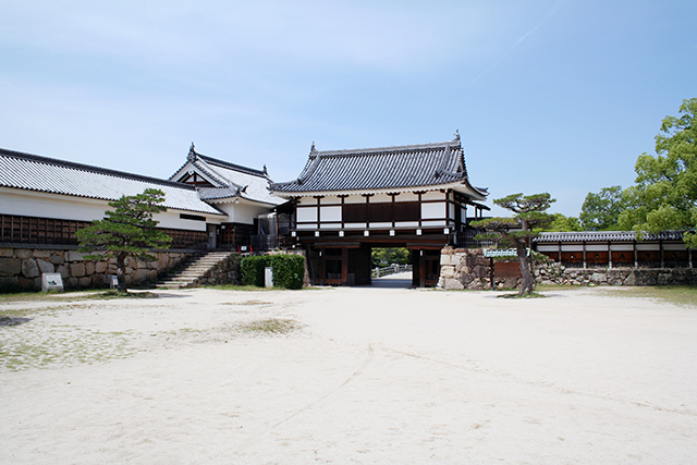 広島城 内側から御表門と平櫓