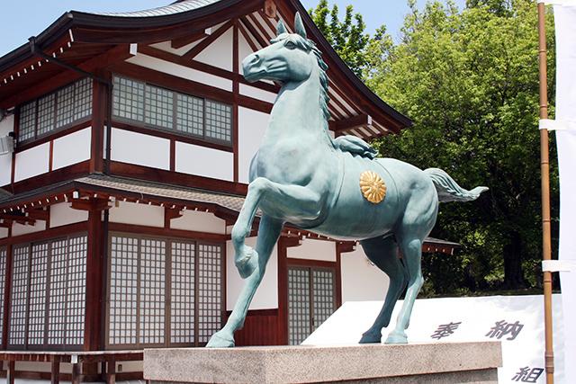 護国神社 神馬の象