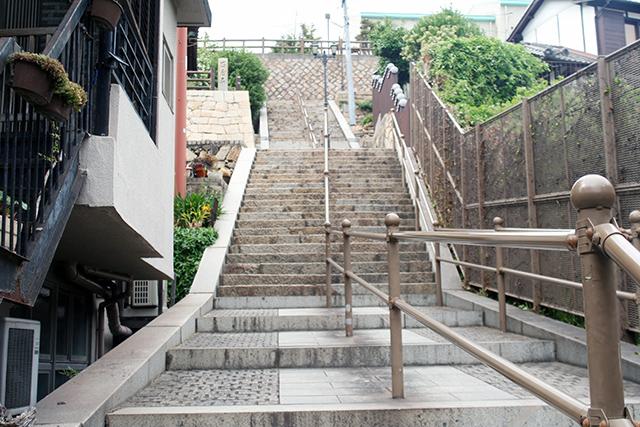 鞆城跡方面に続く石段