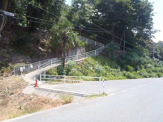 高松城跡登山道 入口