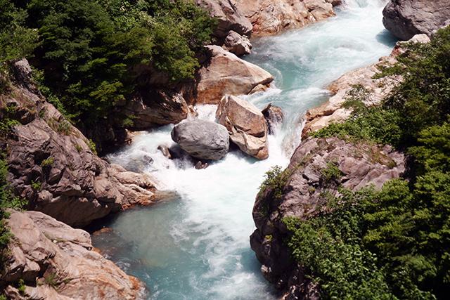 祖母谷川の急流