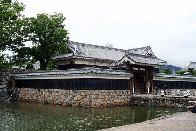 松本城公園から黒門