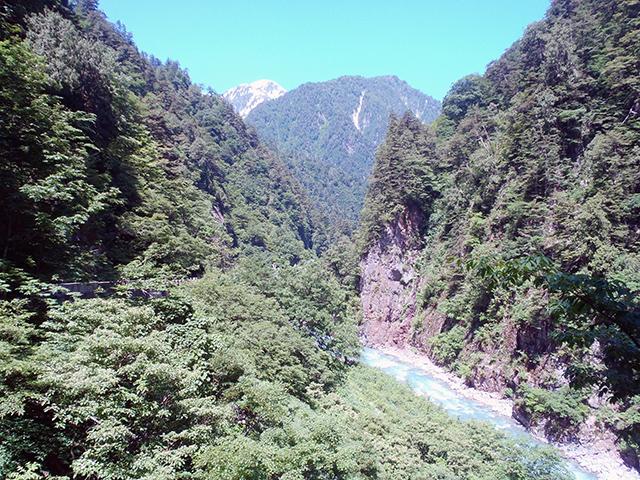 祖母谷渓谷と毛勝山