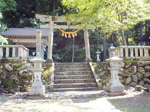宇奈月神社 入口付近