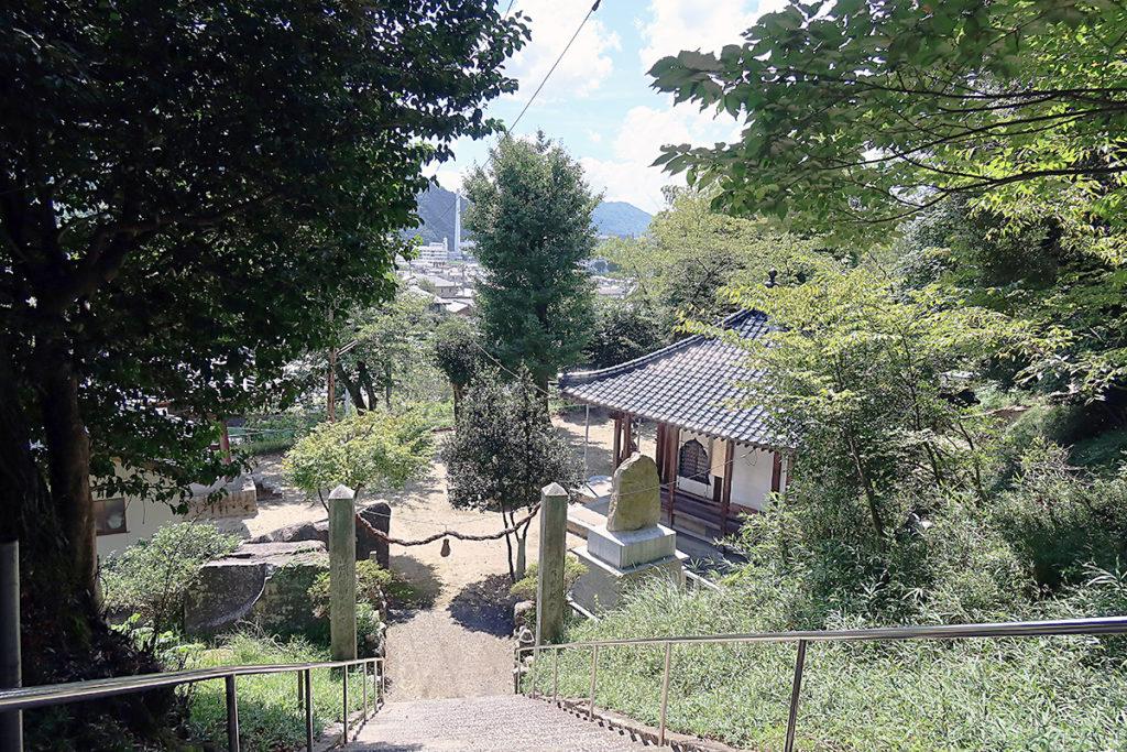 石段から観音堂