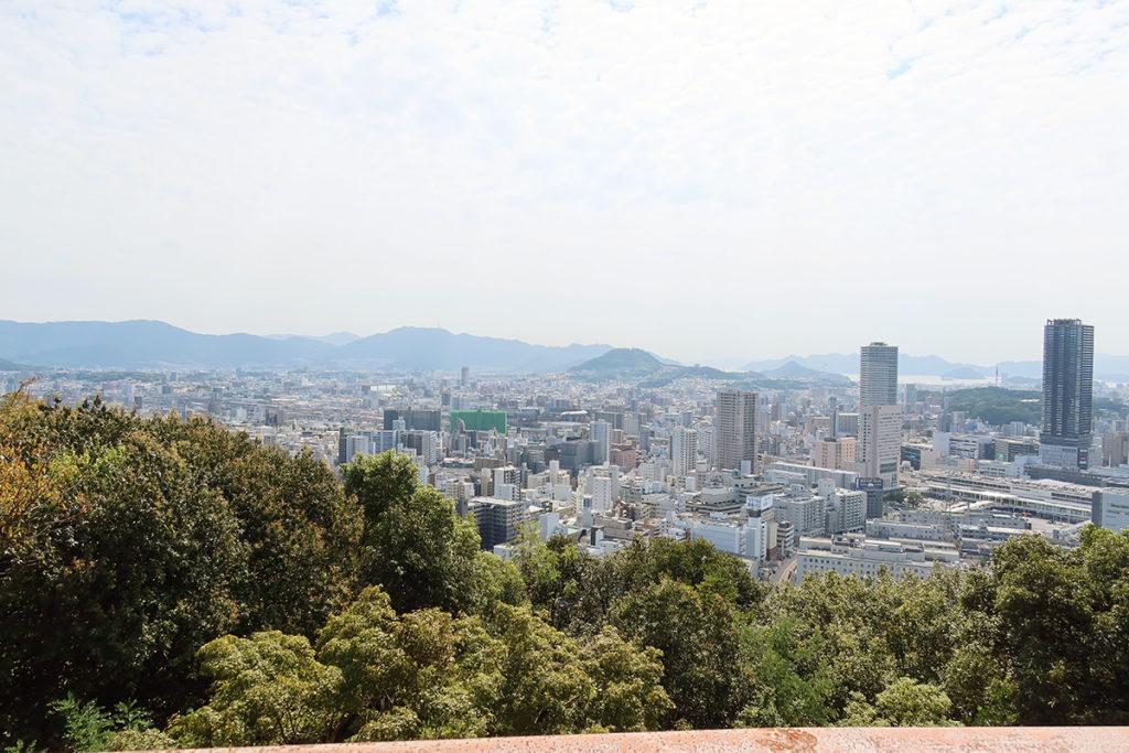 二葉山平和塔から広島市の風景