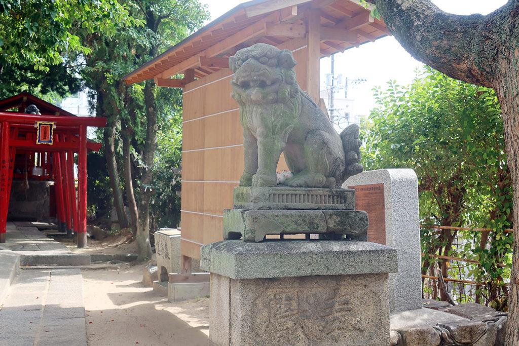 拝殿前 狛犬(阿)