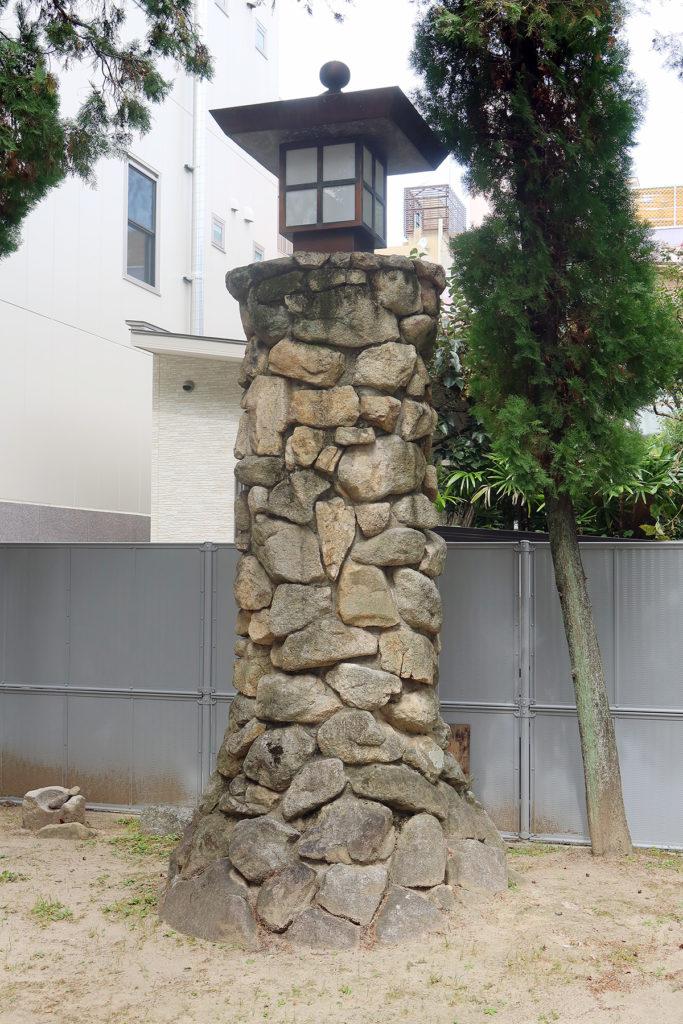 石+燈籠?