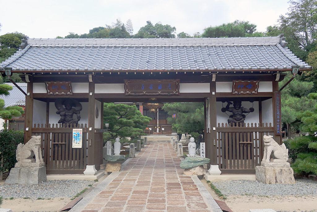 仁王門側の中門