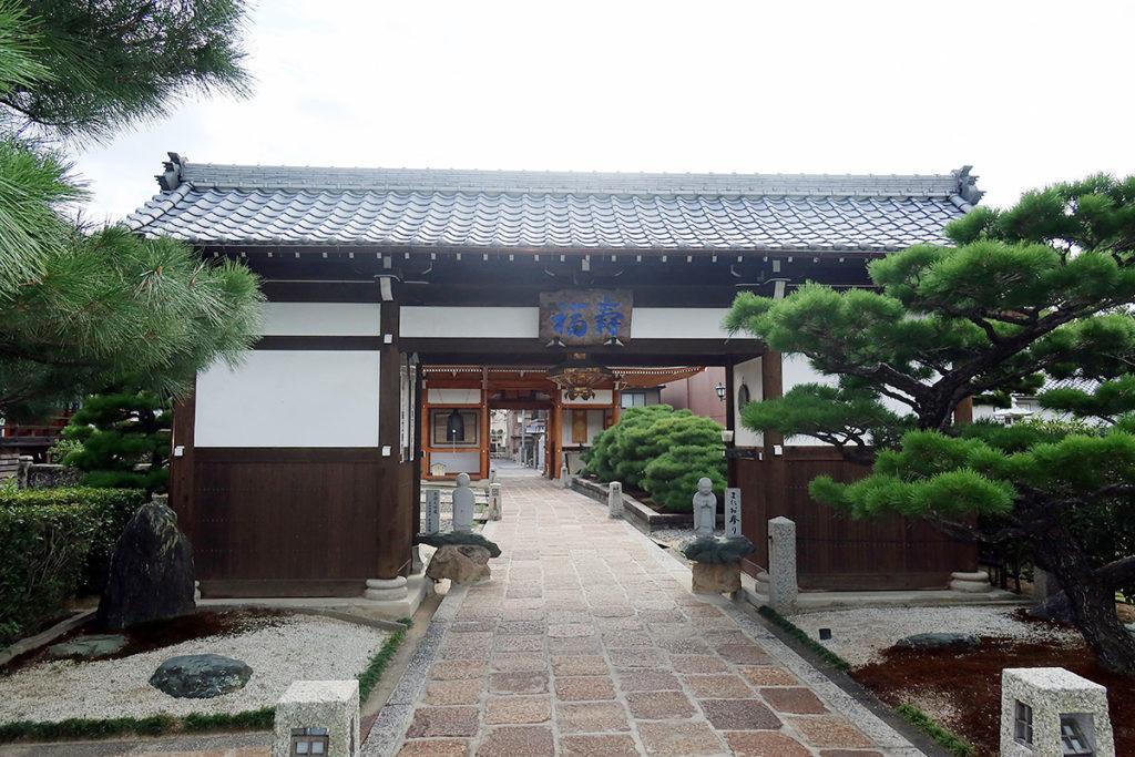 本堂側の中門