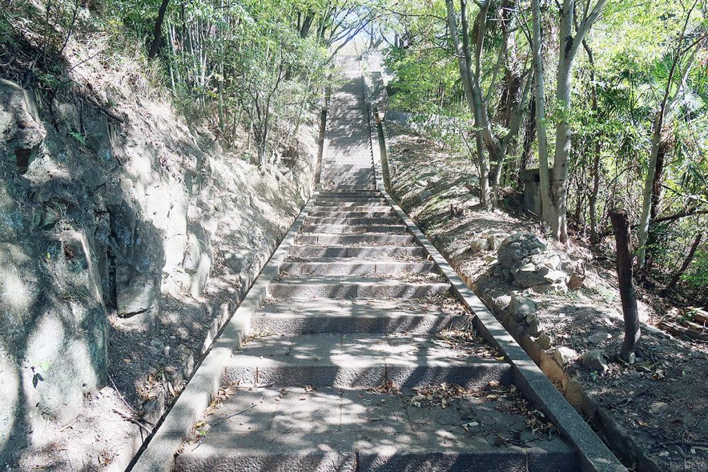 工廠神社・上側の石段