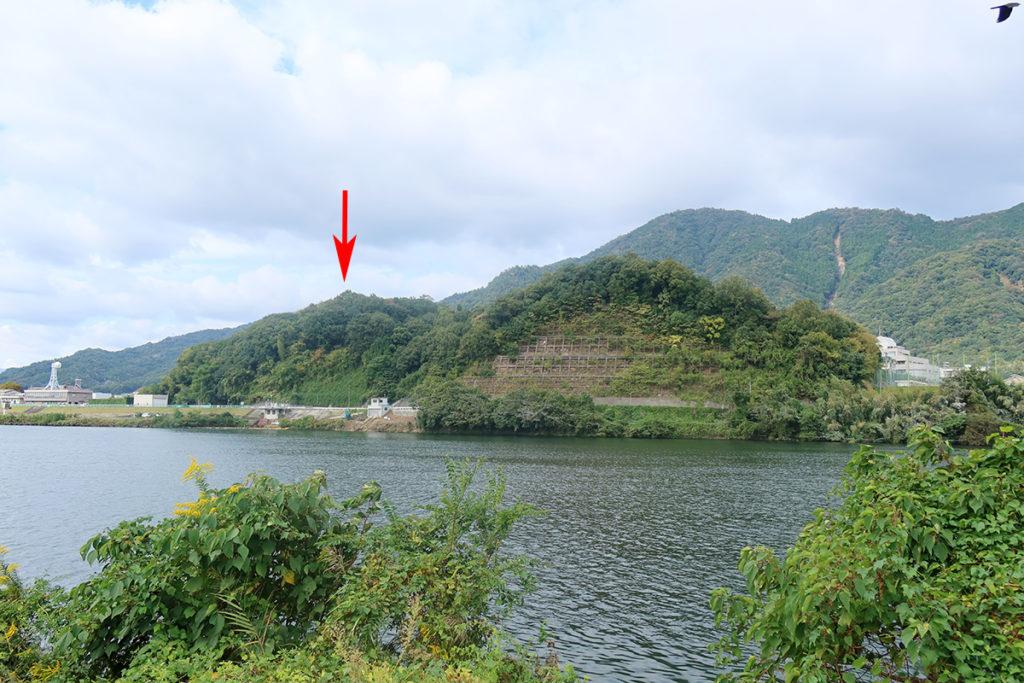 東側から城山