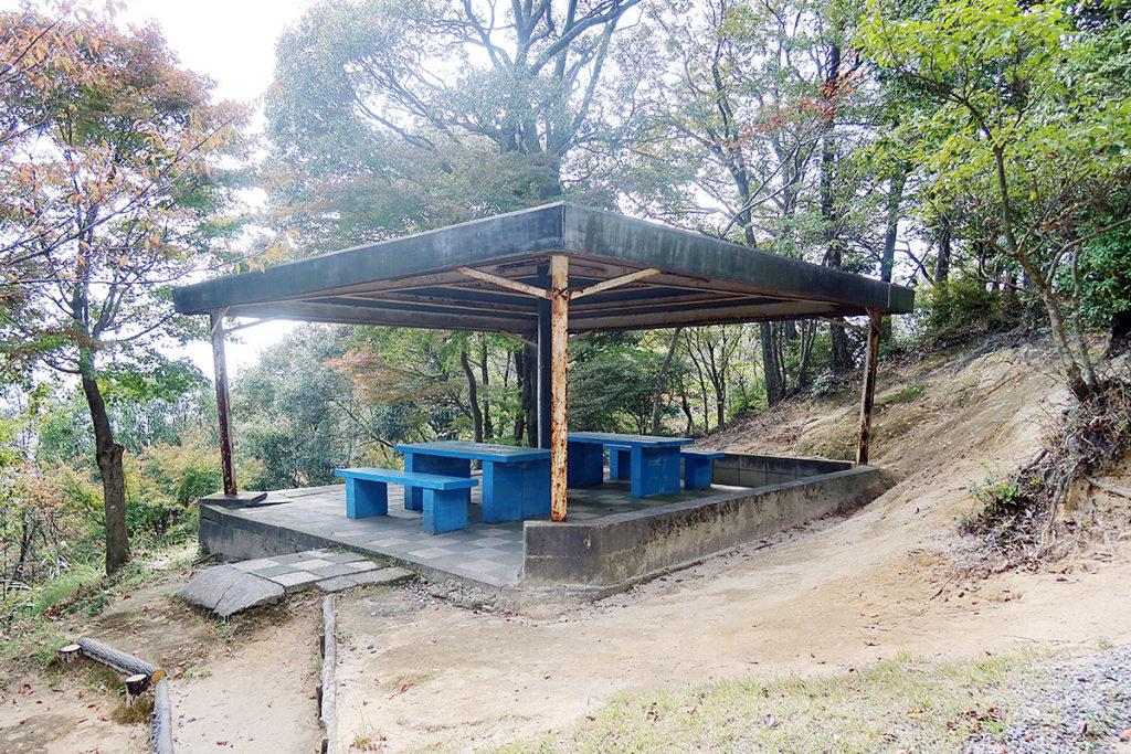 権現山 休憩所