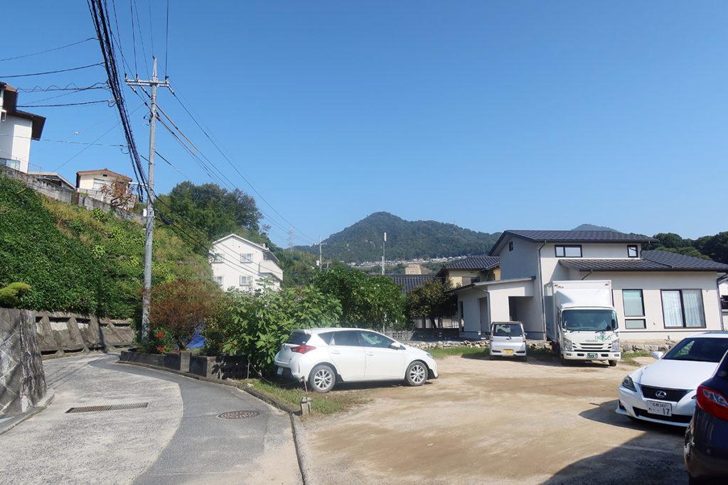 町中から見た権現山
