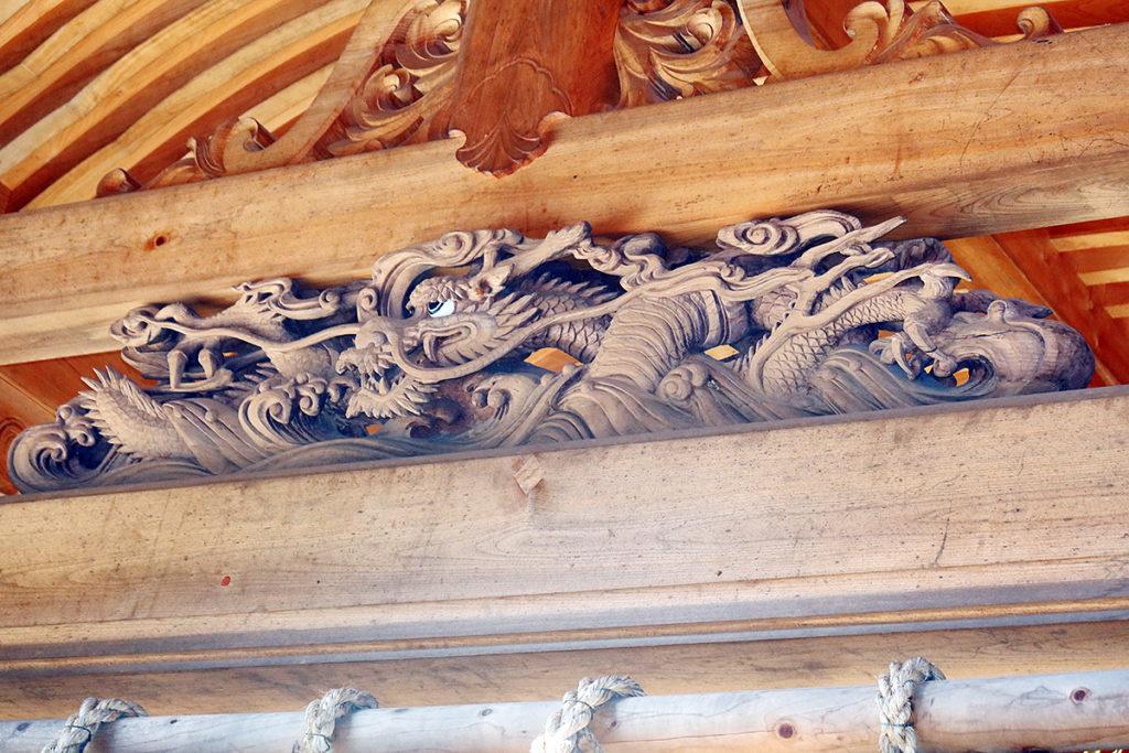 本堂正面の宮彫り
