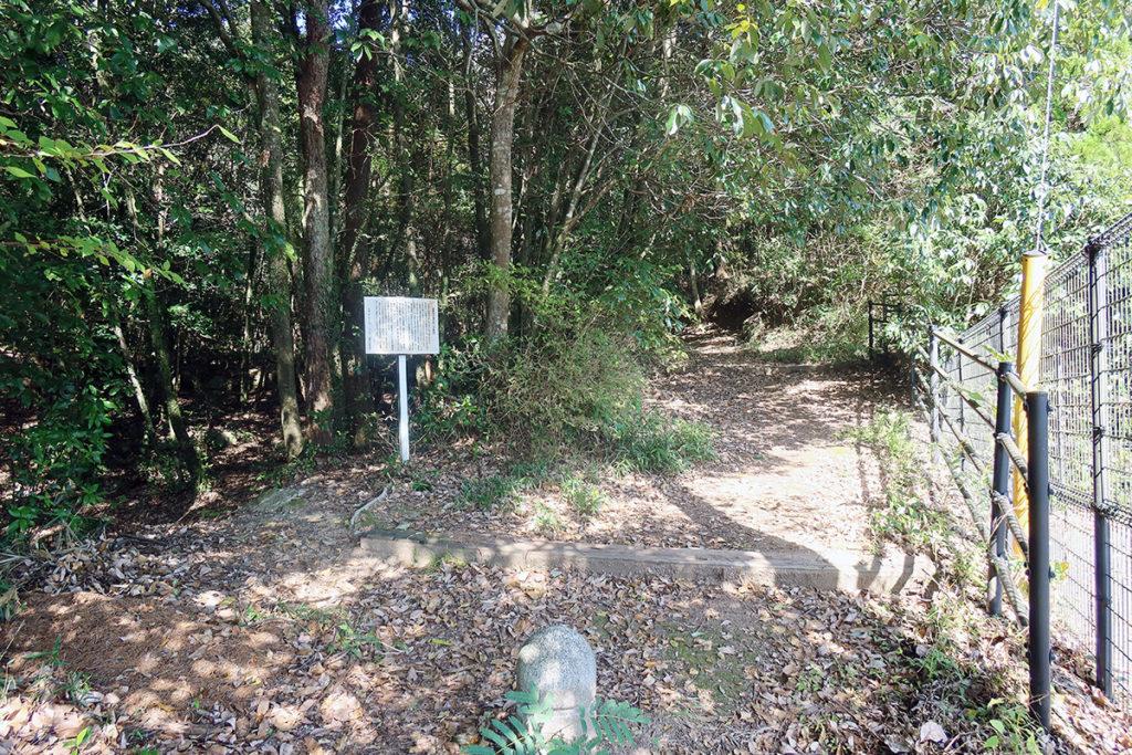 登山道 入口