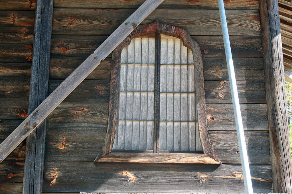 釣鐘状の窓