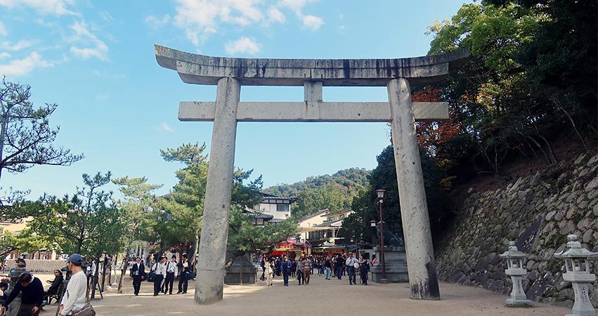 厳島神社 参道 石鳥居